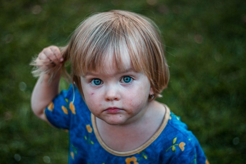 Gewalt am Kind Haare kämmen sind so kleine Hände Blog